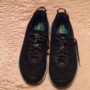 Hoka one one Clifton 4's running shoe size 9